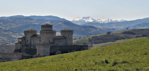 1024px-Castello_di_Torrechiara