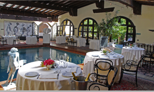 Il Bottaccio restaurant in Tuscany: view of tables and indoor pool